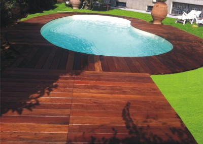 Decking bordo piscina