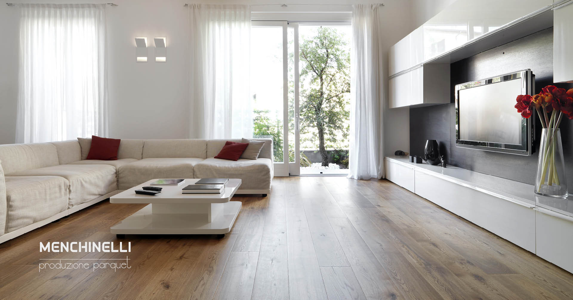 Soggiorno moderno con pavimento in parquet