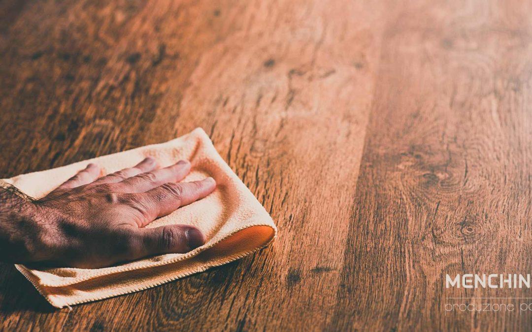 Cura e manutenzione del parquet verniciato